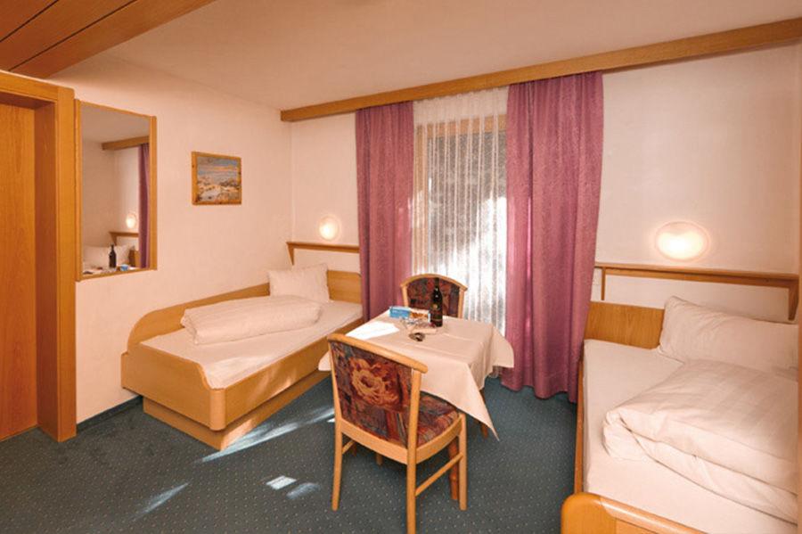 Doppelzimmer mit 2 Einzelbetten (small) Doppelzimmer mit 2 Einzelbetten (small)