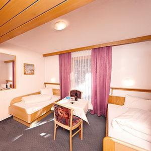 Dependance Doppelzimmer (small) mit 2 Einzelbetten