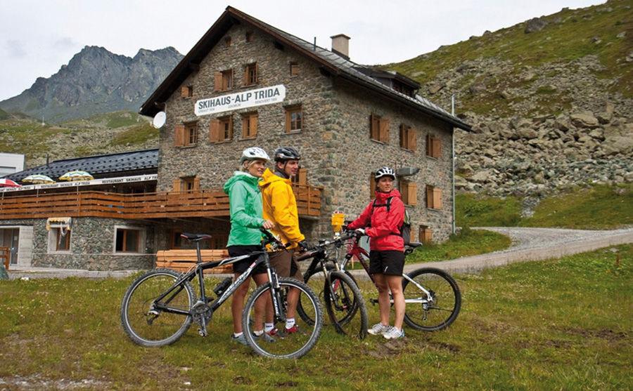 Biker beim Skihaus Alp Trida